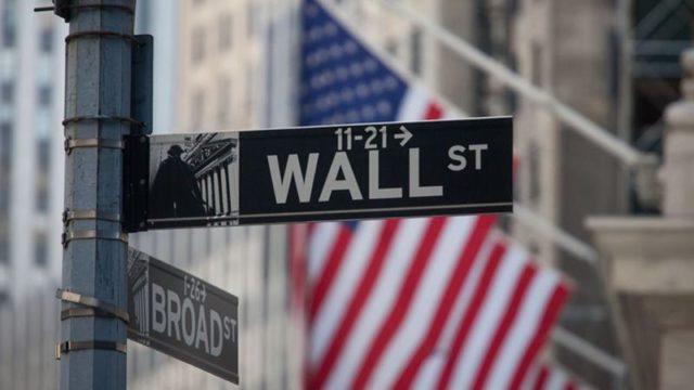 Pasar Resah, Wall Street Tergelincir dari Rekornya